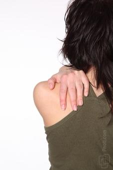 これで肩甲骨のしつこい痛みとお別れ!左右の痛みの違いとストレッチ法
