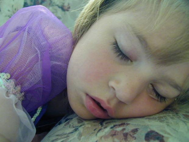 寝違えた時の治し方!ツボの位置や温める方法をご紹介