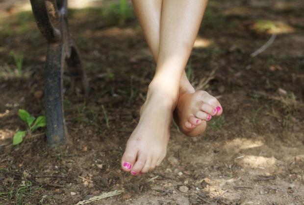 足首の冷えがひどい!夏に冷える原因と解消法は?